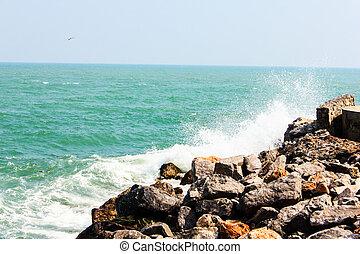 Huge waves crashing on the rocks - The Huge waves crashing ...