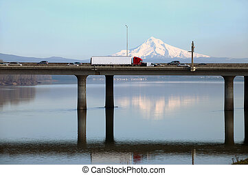 The I-205 bridge, Oregon. - The I-205 bridge connecting...