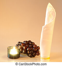 candl, grapes and napkin