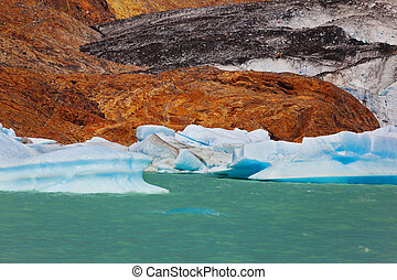 The lake and huge glacier