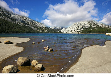 The lake in mountains of Yosemite - Flat coast of shallow ...