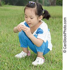 The little girl grass