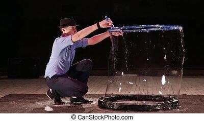 The man the actor puts on himself a soap bubble. Soap bubbles show.