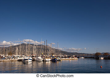 Picture of the marina in Kalamata, taken during a sunny afternoon