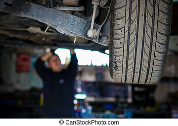 The mechanic checking the car