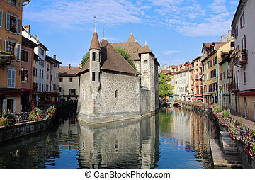 The picturesque medieval fortress-prison was turned into a museum. Located in the old French town of Annecy and the city is surrounded by water channels