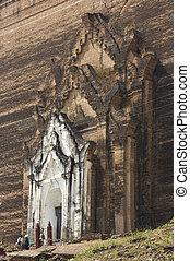 The Mingun Pahtodawgyi door detail - The Mingun Pahtodawgyi ...