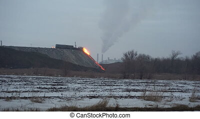 The molten slag in a metallurgical plant - Pour the molten ...