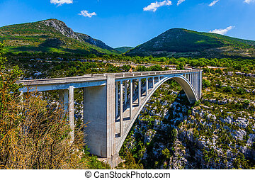The mountain canyon Verdon