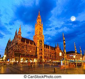 The night scene of town hall in Munich - The night scene of...