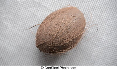 The nut coconut rotates on the turntable.