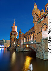The Oberbaumbruecke at night - The beautiful Oberbaumbruecke...