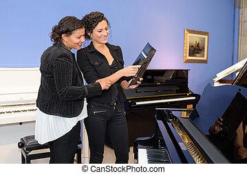 the piano vendor
