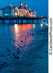 The pier of Sellin at night