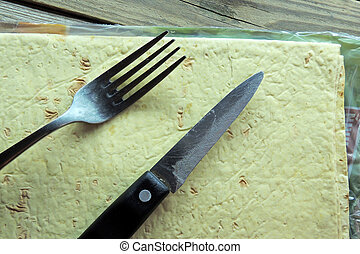 The pita bread and the knife