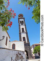 plaza de la iglesia in santa cruz