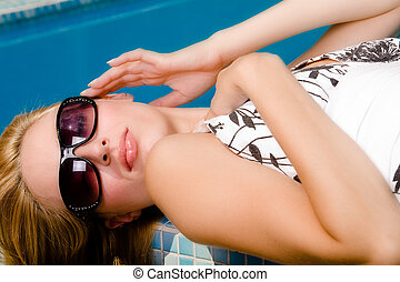 The pool and my sunglasse