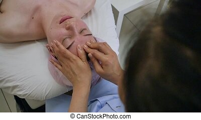 The process of sculpted facial massage in the cosmetologist?...