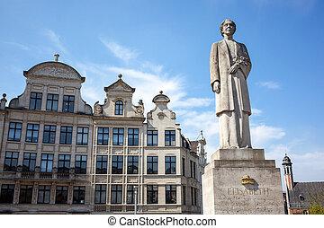 The Queen Elisabeth statue in Brussels, Belgium