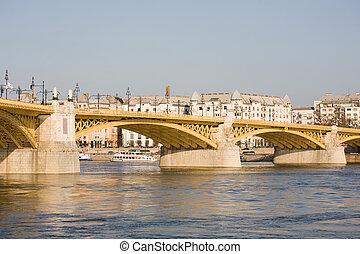 The recently renewed Margit bridge.