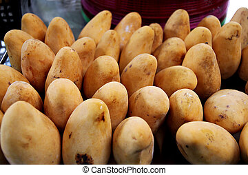 The Ripe mangoes in the market.