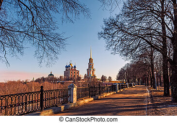 the road leading to the Ryazan Kremlin on a Sunny autumn day