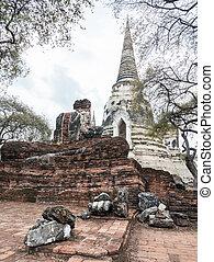 The ruin of the Buddha statue.