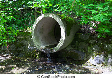 The run-off pipe discharging water - The concrete circular...