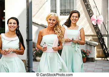 The smilling bridesmaids
