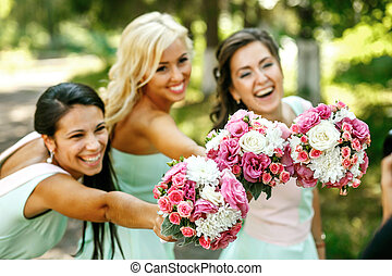 The smilling bridesmaids with bouquets