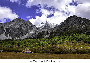 snow mountain - The snow mountain of Shangri-la in Sichuan...