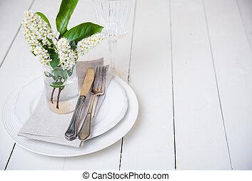 snow white wedding table decor