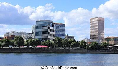 Timelapse Portland, Oregon skyline by the Willamette River -...