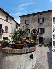 The town of Pienza is a small pearl in the Tuscan ...