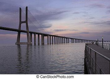 The traditional bridge over the river Tejo (Ponte 25 de Abril).