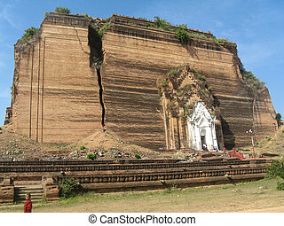 the unfinished pagoda in Mingun - M - The unfinished Mingun ...