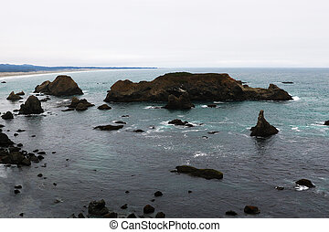The view from the height of the rocky coast of the Pacific Ocean