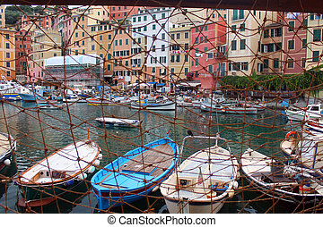 The village behind the fishing net