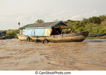 The village on the water. Tonle sap lake.