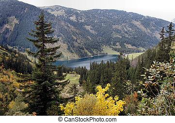 The Vilsalpsee in autumn - Mountain lake in Tannheimer...