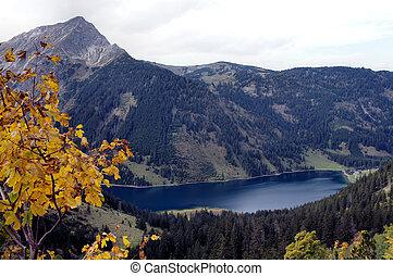 The Vilsalpsee in autumn - The Vilsalpsee in the Tannheim...