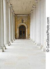 The white columns.