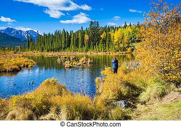 The woman photographs fine landscape