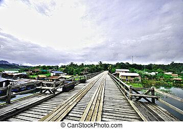 The wood Mon bridge in Sangkhlaburi HDR