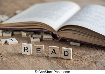 the word read written with cube letters on wood background