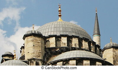 the yeni cami mosque in istanbul, turkey