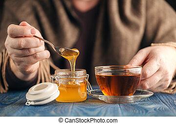 therapeutic tea with honey