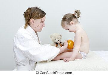 therapist, maakt, een, kind, masseren