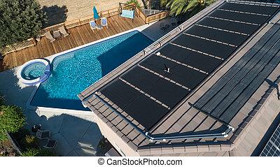 thermal, sonnenkollektoren, ausschüsse, installed, auf, der, dach, von, a, großes haus