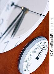 thermometer., relógio